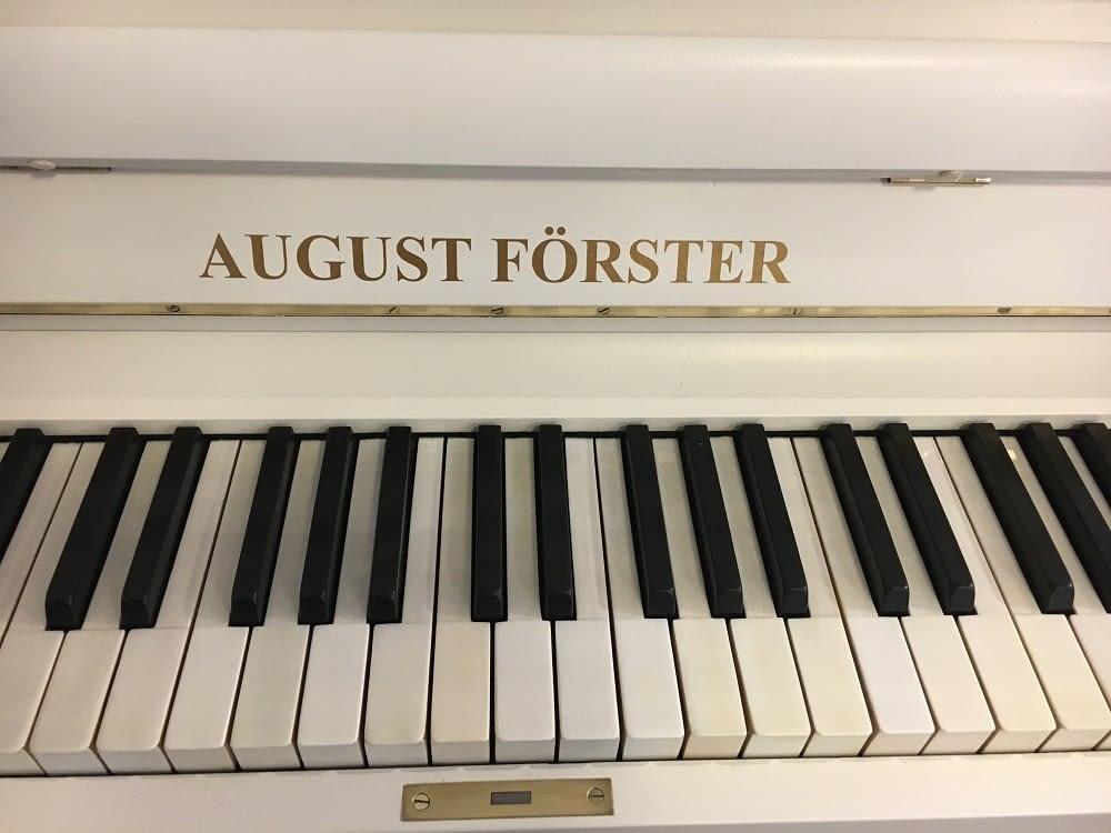 altes Klavier, weißes Klavier, August Förster Klavier, Stilklavier, Klavier-Atelier Burkhard Casper
