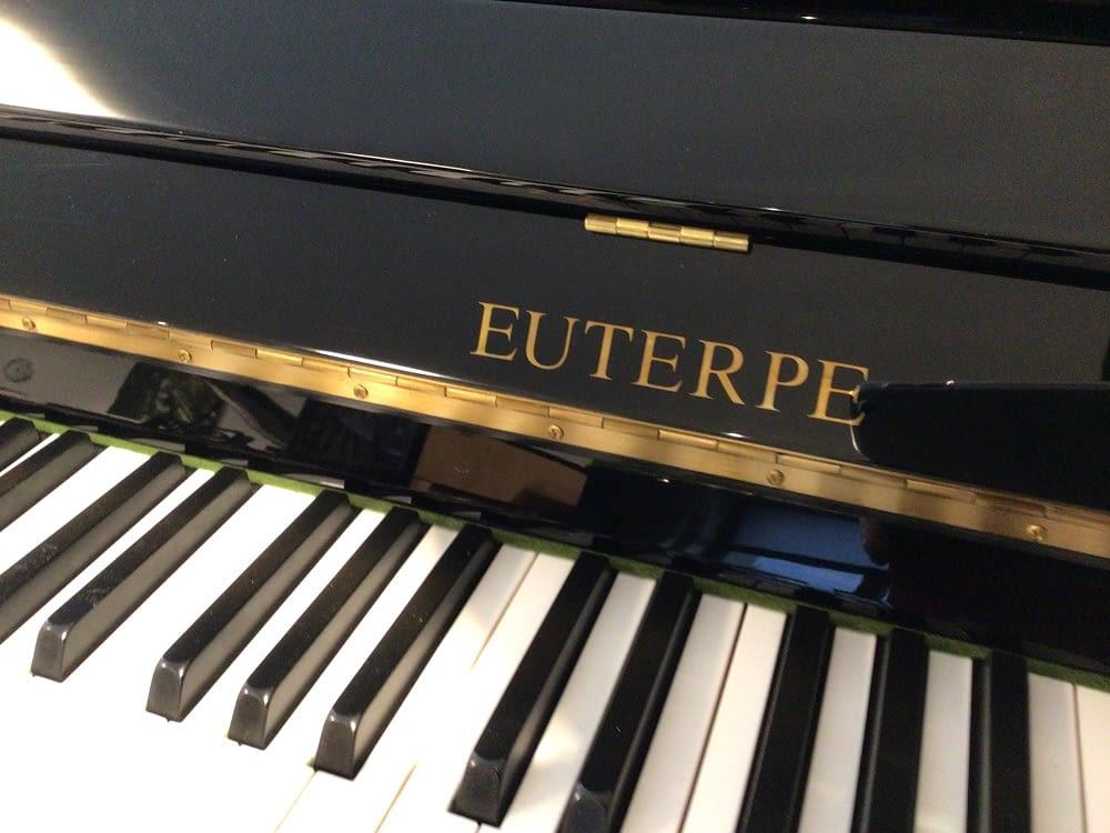 günstiges schwarzes Klavier
