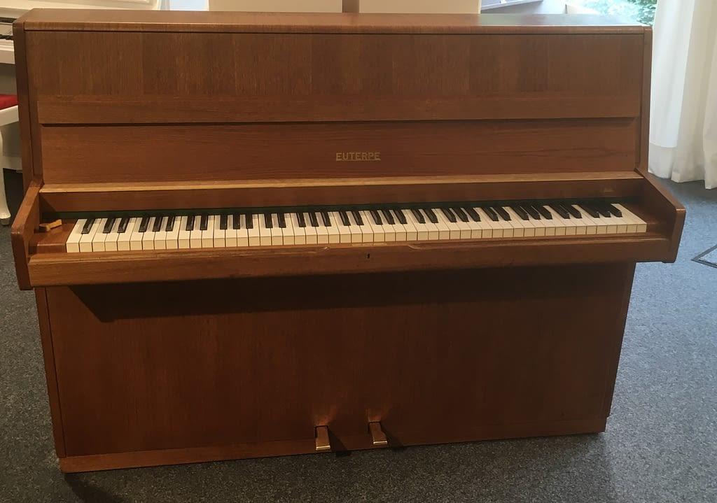 gebrauchtes deutsches Klavier