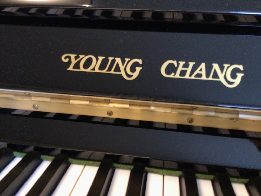 Young Chang Klavier