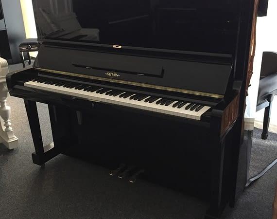Saturn Klavier, schwarz, Standort Oldenburg