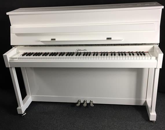 weißes Ritmüller Klavier