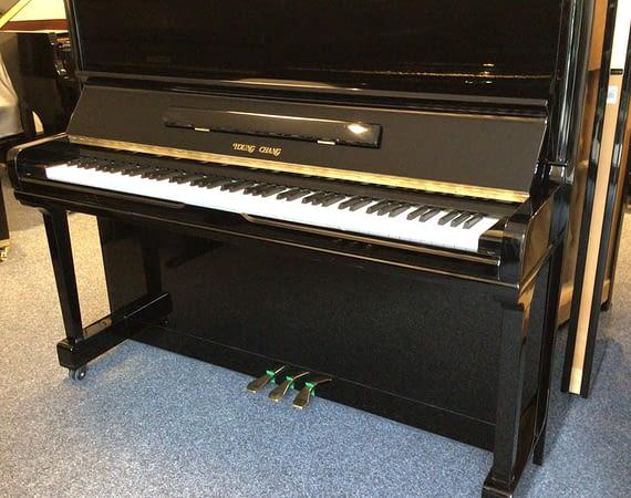 Young Chang Klavier, gebraucht
