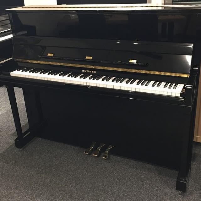 schwarzes, gebrauchtes Klavier